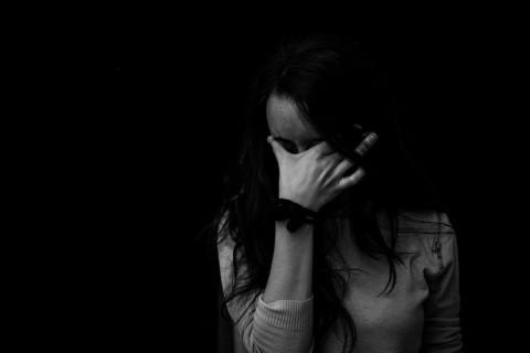 anxious-woman-greyscale